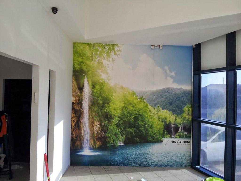 הדפסה על גבי טפט לקיר משרד