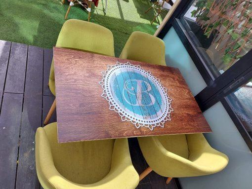 חידוש שולחן בית קפה