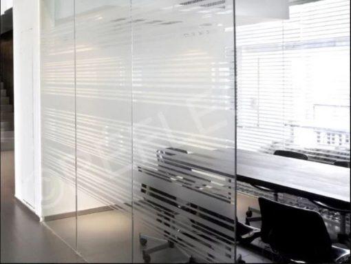 מדבקת חלון לחדר ישיבות